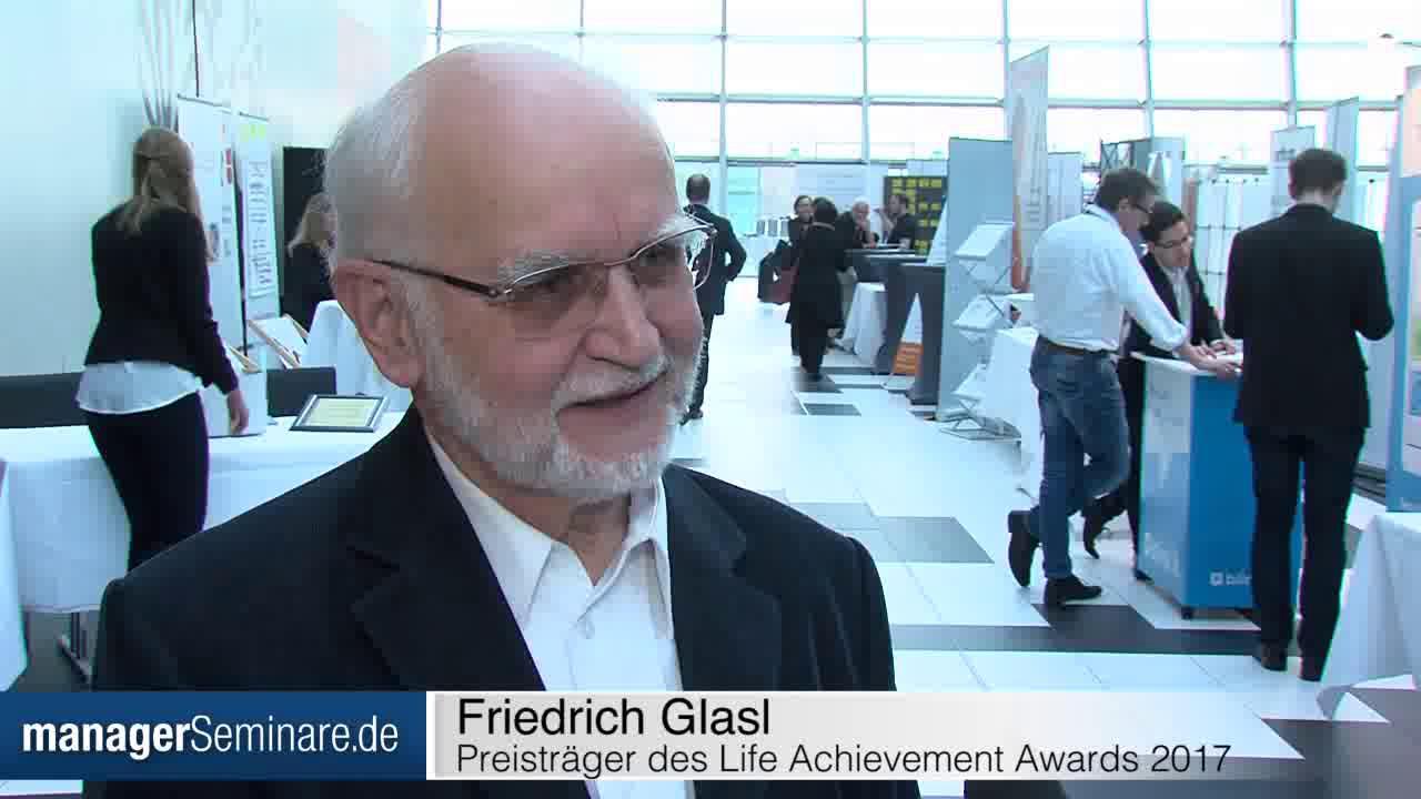 Link Friedrich Glasl nach seiner Auszeichnung mit dem LAA 2017