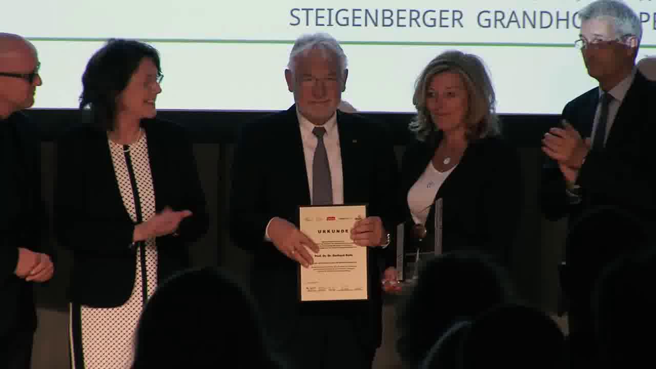 Link Gerhard Roth mit Life Achievement Award ausgezeichnet